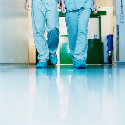 Medicii britanici cer sa se ia masuri: Asistentele din Romania si Bulgaria pun in pericol viata pacientilor