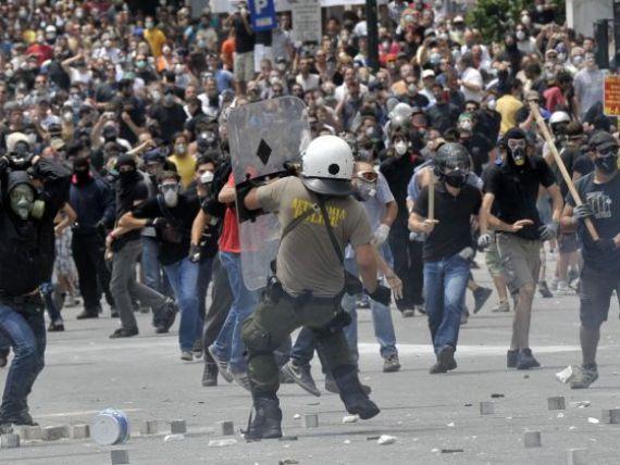 Europa in 2012: prabusire financiara si revolte. Cel putin o tara va renunta la euro