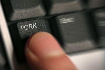 Asaltul  .xxx . Cati bani pierd mogulii industriei pentru adulti din cauza raspandirii continutului porno pe internet