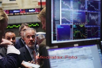 Bursele, in picaj. Deprecieri semnificative in sectorul bancar. Actiunile FP au atins minimul de la listare