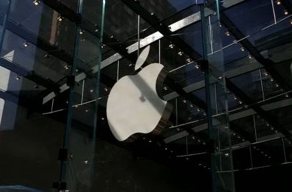 Evolutia logo-ului Apple. Cum s-ar putea transforma imaginea celebrului brand dupa moartea lui Jobs FOTO