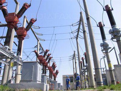 Guvernantii renunta la ideea comasarii principalilor producatori de energie si carbune. Infiinteaza doua companii mai mici: Oltenia si Hunedoara