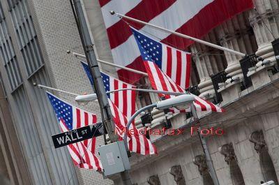 Bonusurile bancherilor de pe Wall Street, reduse cu 75%. Bancile europene anuleaza petrecerile de Sarbatori