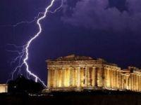 "Economistii propun grecilor sa-si ""vanda"" istoria pentru a-si reduce datoria publica. Cat valoreaza o tara"