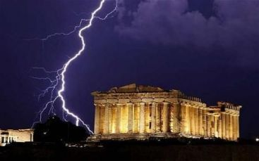 Economistii propun grecilor sa-si  vanda  istoria pentru a-si reduce datoria publica. Cat valoreaza o tara