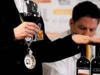 """""""Cititorii"""" de vinuri. Cum se formeaza un somelier, magicianul care stie povestea fiecarei sticle GALERIE FOTO"""