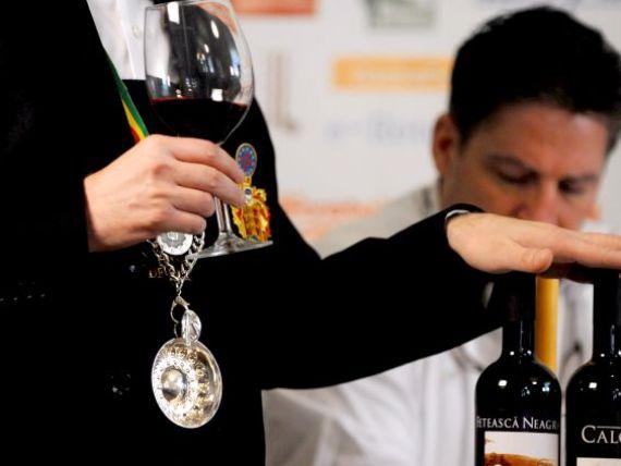 Cititorii  de vinuri. Cum se formeaza un somelier, magicianul care stie povestea fiecarei sticle GALERIE FOTO