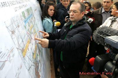 Premierul Boc: Anul acesta, pana la sfarsit, vom avea in circulatie 123 de km de autostrada
