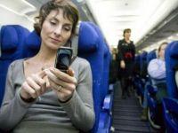 Cat de periculoasa este, de fapt, folosirea mobilelor in avion? Ce spun specialistii de la Boeing si pilotii romani