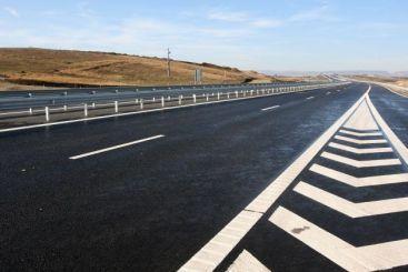 Basescu: Banii din privatizari au fost directionati catre consum si fonduri sociale si nu au fost folositi pentru kilometri de autostrada