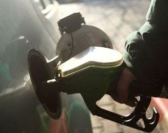 Benzina se ieftineste masiv. Motorina ramane cu pretul neschimbat