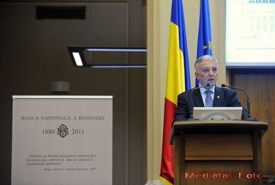 Guvernatorul Isarescu: Romanii sa constientizeze ca o parte din datoria externa a fost alimentata de ei. N-a facut-o Dumnezeu