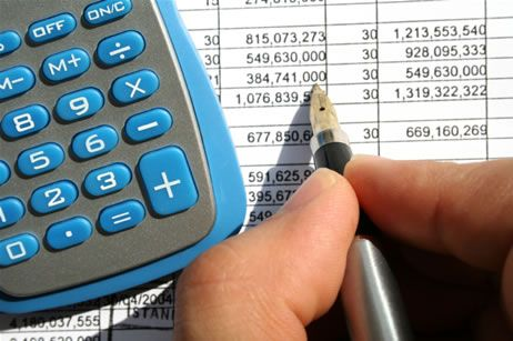 Statul cheltuieste din nou mai mult decat produce. Buget 2012: salarii si pensii inghetate, alocatii si gratuitati la transport suspendate. 6,5% din PIB merge in investitii