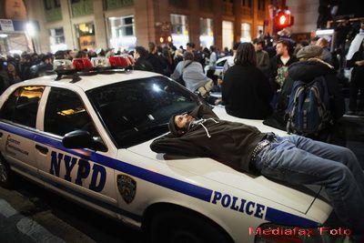 Tabara indignatilor de pe Wall Street, evacuata. S-a lasat cu arestari