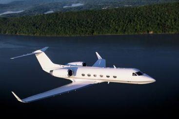 Cel mai scump zbor low-cost. Clientii au facut cheta pentru a face plinul avionului