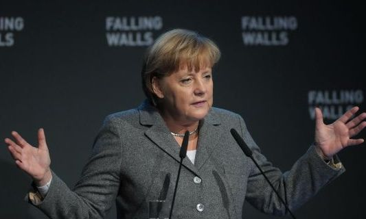 Angela Merkel:  Daca euro se prabuseste, Europa ii va urma