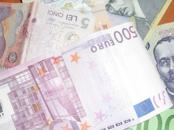 Cursul a urcat la 4,35 lei/euro, maximul ultimelor 17 luni