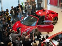 In 2012, Ferrari va aloca Romaniei o cota de pana la 35 de caluti. Cum arata modelul 458 Spider, lansat astazi FOTO