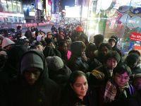 """Innebuniti dupa chilipiruri. 152 milioane de americani au luat cu asalt magazinele din State in """"Vinerea Neagra"""""""