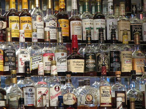 Au dat whisky-ul si sampania pe votca. Romanii au baut  doar  60 de milioane de litri de spirtoase in 2011, in scadere fata de anul trecut