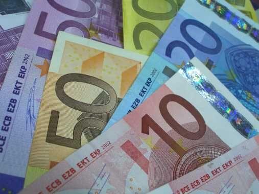 Reuters: Europa Centrala si de Est risca o criza a creditelor din cauza reducerii expunerii de catre banci