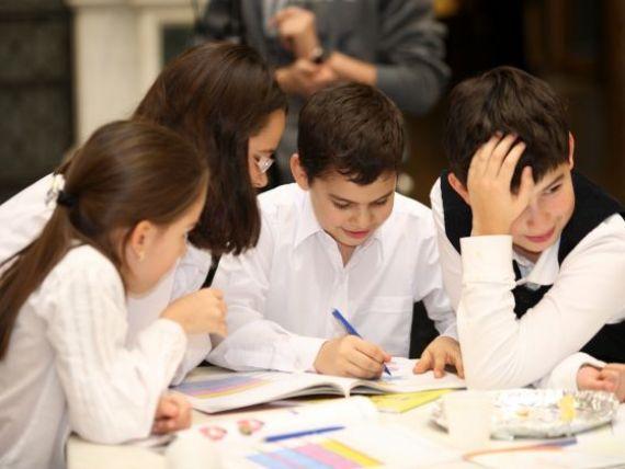 Un bancher al BNR a publicat primul manual de educatie financiara pentru elevii din ciclul primar. Economia pe intelesul copiilor de 10 ani