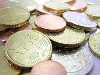 Euro s-a depreciat puternic fata de dolar si yen