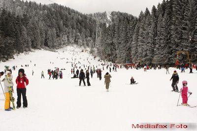 Hotelierii au redus cu 30% tarifele la munte. Zapada trece de o jumatate de metru si toate partiile de pe Valea Prahovei sunt in perfecta stare