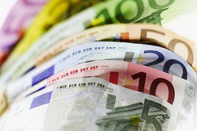 Cum sterg comisioanele tot castigul din dobanda la depozit: daca aveti mai putin de 500 de euro nu-i mai duceti la banca