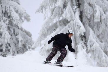 Dupa casa si masina, firmele ne propun asigurari de...schi, placa sau sanie. Care sunt conditiile VIDEO