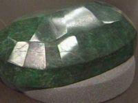 Cel mai mare smarald din lume, scos la licitatie. Este cat un pepene si valoreaza peste un milion de dolari FOTO si VIDEO
