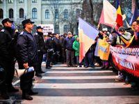 Organizatorii mitingului Opozitiei, amendati cu 10.000 lei. Protestatarii s-au strans, pentru a 8-a zi, in Piata Universitatii