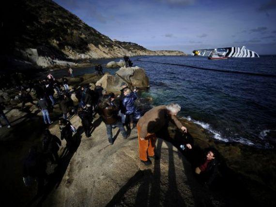 Epava navei Concordia atrage un turism macabru pe insula Giglio:  Cautam hotelul in care s-a ascuns capitanul dupa naufragiu