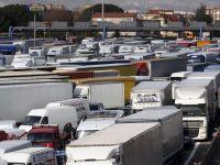 Camionagii au blocat Italia, dupa ce pretul motorinei a atins nivelul record de 1,7 euro/litru. Efectele: uzina Fiat si-a suspendat productia