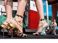 Faruri si tocuri cui. Colectia Prada pentru primavara/vara 2012, inspirata de autoturismele anilor '50