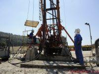 Pretul petrolului este in crestere cu aproape 2 dolari