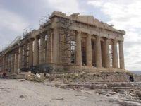 "Un economist de la Atena socheaza: ""Grecia trebuie sa intre imediat in faliment. Nu putem plati datoriile. BCE stie. La fel si FMI"""