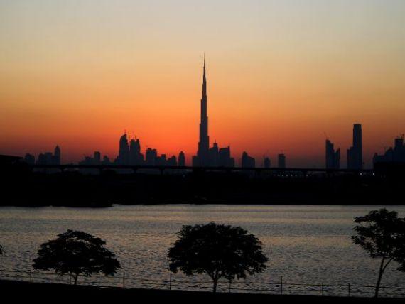 Nici statutul de cea mai inalta cladire din lume nu o mai poate salva. Cum se  prabuseste  simbolul Dubaiului GALERIE FOTO + VIDEO