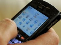 "Europenilor le place sa fie ""smart"". Vanzarile de telefoane inteligente bat record dupa record"