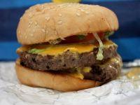 Primul hamburger din carne creata in laborator va fi pus pe gratar in octombrie