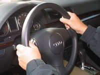 Sofatul fara permis baga zazanie in autoritati. Va fi posibil sa conduci masina fara carnet? VIDEO