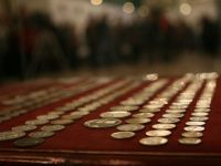 27 de monede dacice si romane, furate din situl Sarmizegetusa Regia, recuperate de politisti. 700 de euro, valoarea estimativa a fiecarei monede
