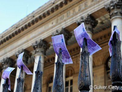 Se retrag tot mai multi bani din bancile elene. Depozitele din Grecia se afla la cel mai redus nivel din ultimii 6 ani