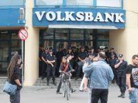 Volksbank, la un pas de prabusire. Statul a salvat-o din nou, cumparand 40% din actiunile bancii