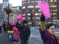 """""""Cel mai lung sir de someri din lume"""". Mii de oameni au protestat in New York fata de masura care afecteaza 14 milioane de locuitori"""