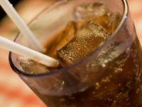 Coca Cola si Pepsi schimba reteta pentru a nu fi obligate sa puna pe sticle eticheta cu avertisment de cancer