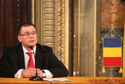 Premierul Ungureanu i-a spus guvernatorului Isarescu ca va majora salariile. Inca nu a stabilit cu cat
