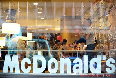 McDonald s prezinta public scuze unui miliard de oameni. Cu ce a gresit