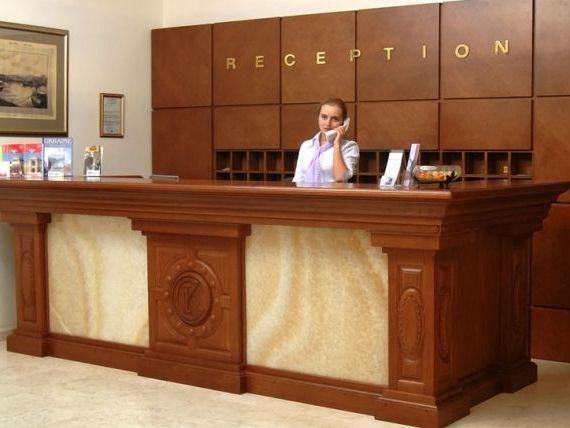 Hotelierii britanici cauta sa angajeze sute de tineri romani. Salariile pornesc de la 1.000 de euro pe luna
