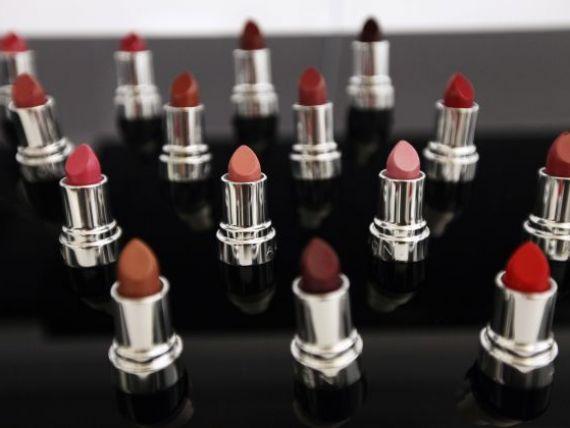 Avon se vinde scump. Producatorul de cosmetice a refuzat oferta Coty